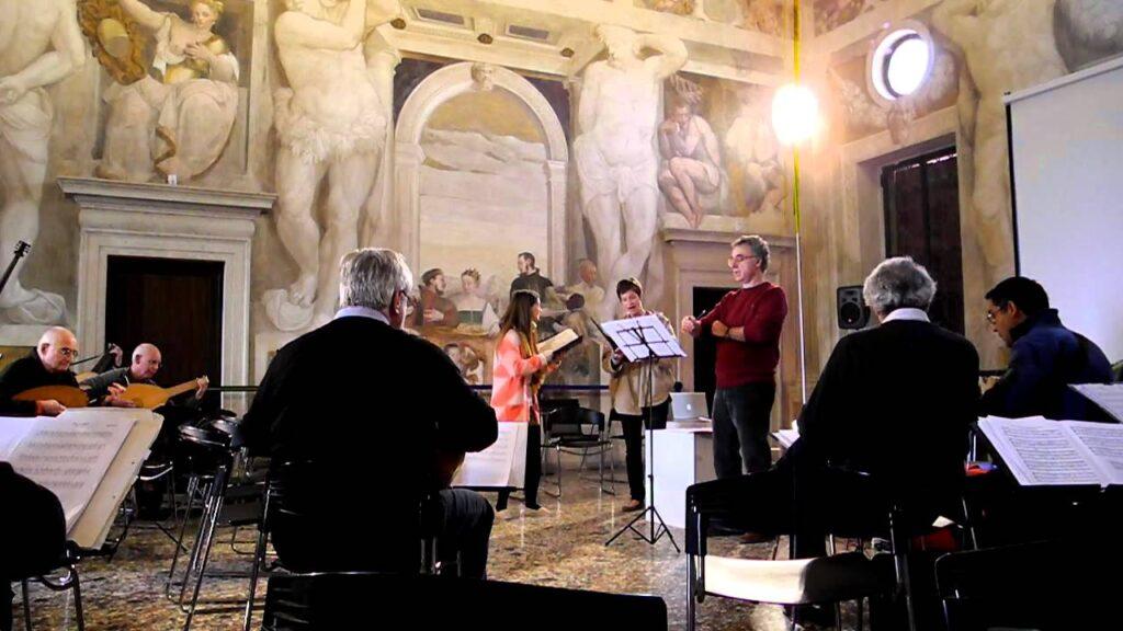 European Lute Orchestra tocando a Monteverdi