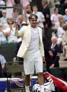 Federer saludando en Wimbledon 2006