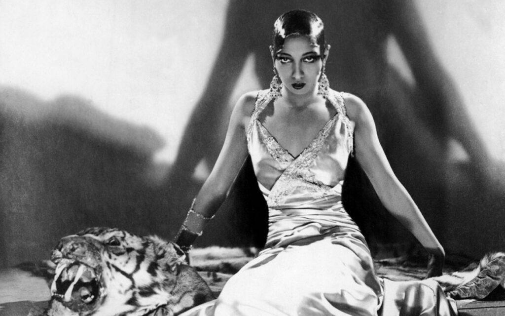 Josephine Baker posando