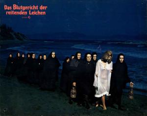 La noche de las gaviotas - mujeres en la playa