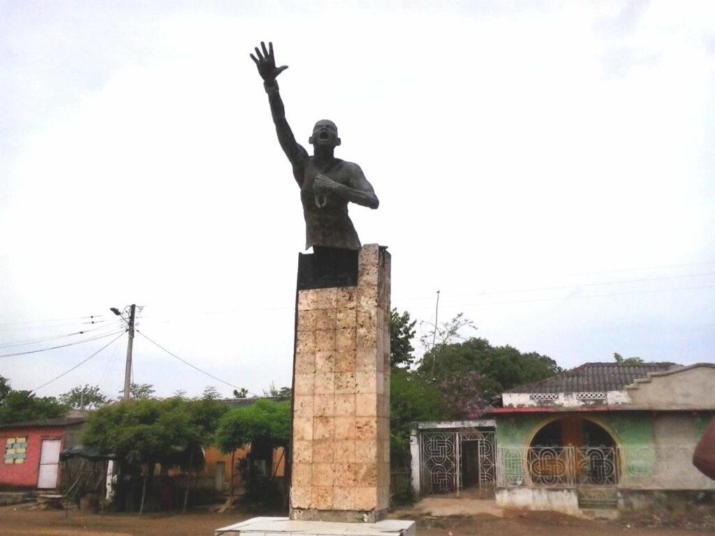Estatua de Benko Bioho en San Basilio de Palenque