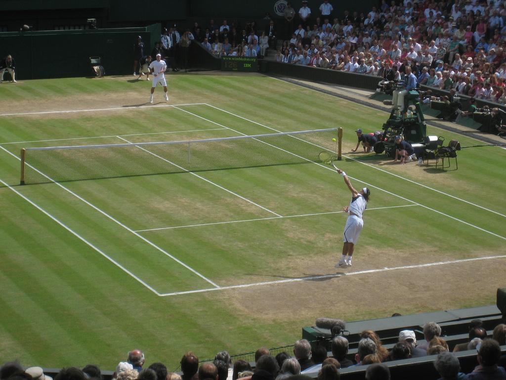 Saque de Nadal en Wimbledon 2006