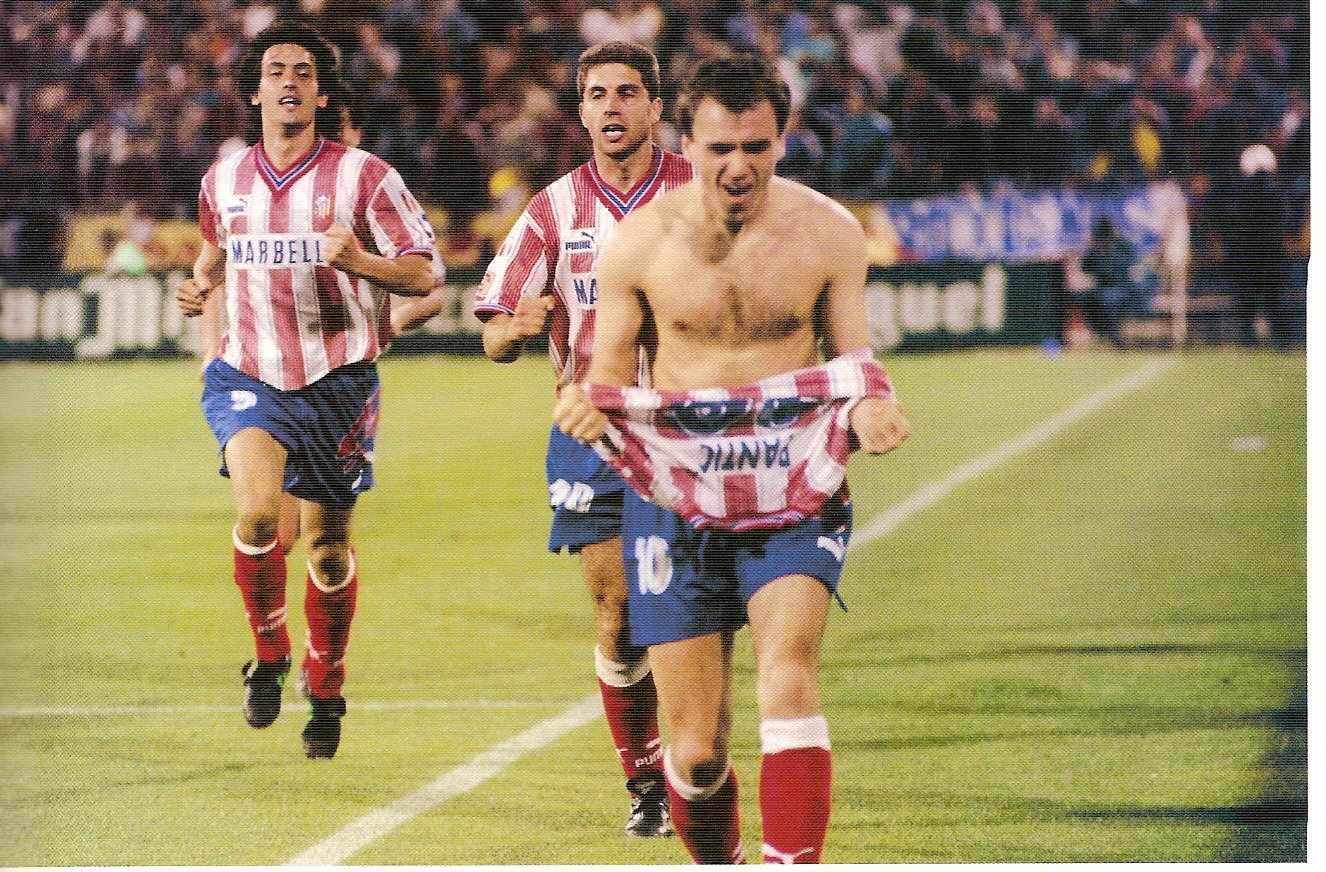 Pantic celebra su histórico gol al Barcelona el año del Doblete del Atlético de Madrid.